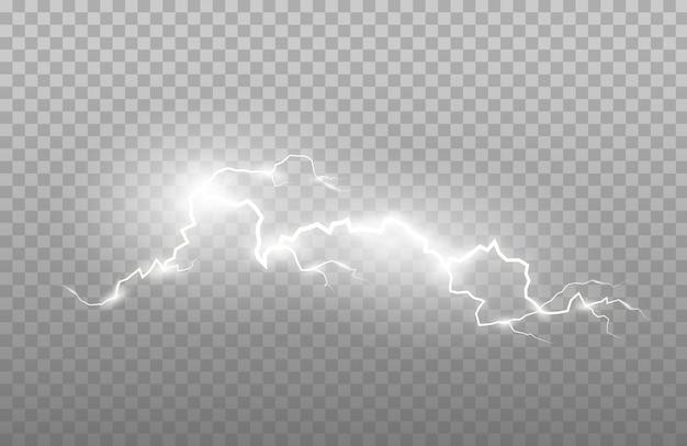 Realismo di fulmini ed effetti di luce intensa isolati su uno sfondo trasparente. lampi luminosi e forti tuoni.