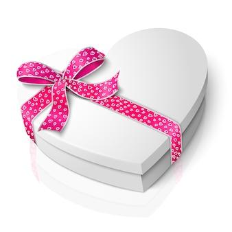 Scatola a forma di cuore bianco vuoto realistico con nastro rosa e bianco e fiocco