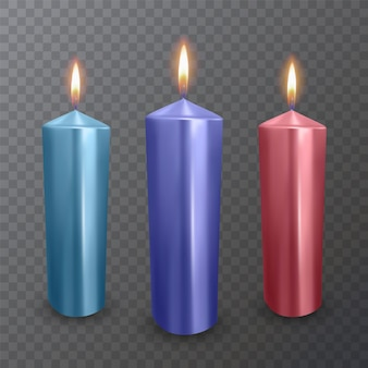 Candele realistiche di colori blu, viola e rossi, candele accese