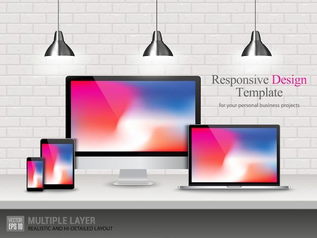 Computer realistico, laptop, tablet e telefono cellulare