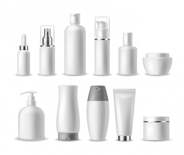 Pacchetto cosmetico realistico. cosmetici vuoti bianchi bottiglie, contenitori. prodotti di bellezza. spray, sapone e crema, confezione di shampoo