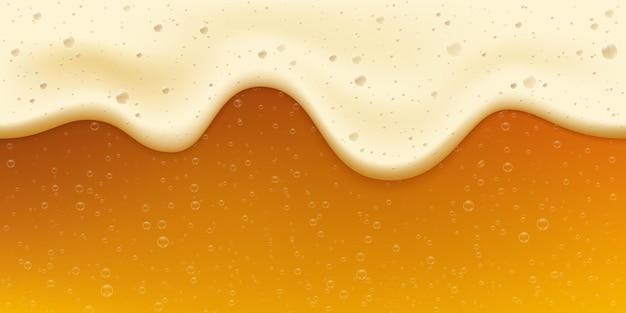 Birra dorata fresca realistica con bolla e schiuma. bandiera dell'oktoberfest. bevanda fredda d'oro. fondo di vettore di celebrazione del festival della birra artigianale