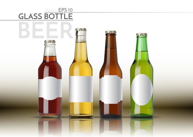 Una bottiglia di vetro realistica di birra