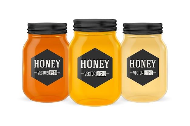 Realistico barattolo di vetro di miele con coperchio dorato primo piano isolato su sfondo bianco