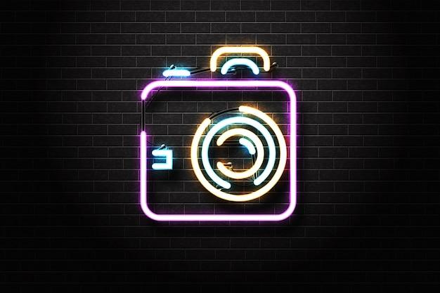 Segno al neon isolato realistico del logo di photo studio.