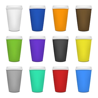 Set di tazze da caffè in carta realistico.