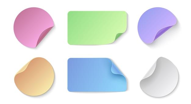 Adesivi di carta realistici. cartellini dei prezzi colorati rotondi e rettangolari, modello di disegno di adesivi memo