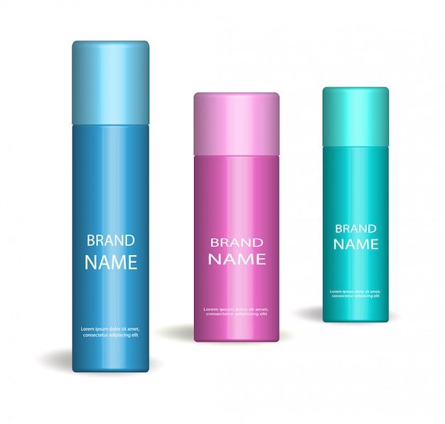Set spray realistico. su sfondo bianco bottiglia per cosmetici, deodorante. raccolta di imballaggi del prodotto. illustrazione.