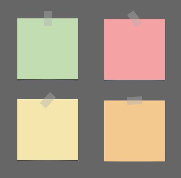 Note appiccicose realistiche isolate con ombra reale su priorità bassa bianca.