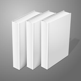 Realistici tre libri con copertina rigida in bianco bianco in piedi isolati su sfondo per il design e il branding