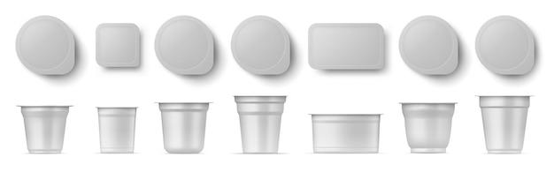 Pacchetto realistico di tazze di yogurt con vista laterale e dall'alto. latticini, panna acida, confezione di plastica da dessert con coperchio. insieme di vettore del contenitore di cibo