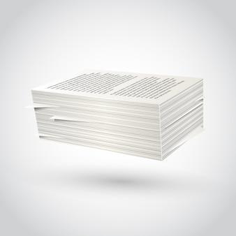 Risma di carta su bianco.
