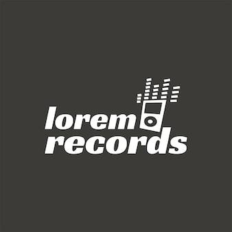 Dischi, etichetta del logo di vettore dello studio di registrazione di musica, distintivo, logo dell'emblema con lo strumento musicale. stock illustrazione vettoriale isolato su sfondo scuro.