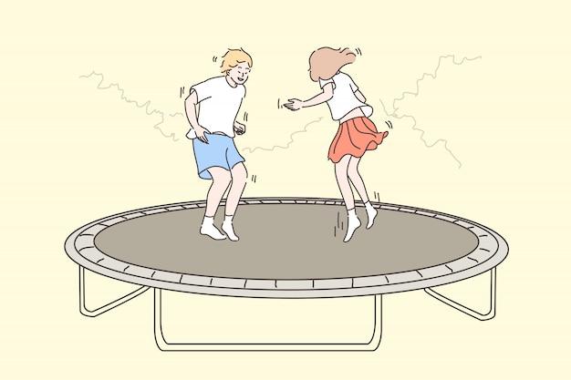 Ricreazione, divertimento, salto bambini, amicizia, concetto di infanzia