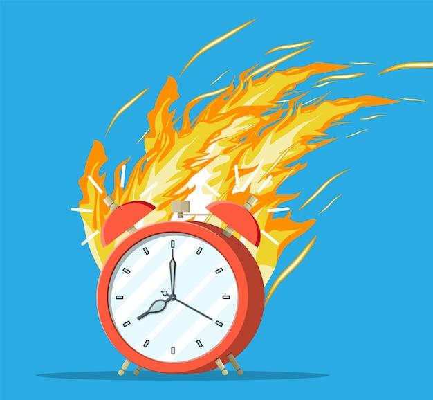 Sveglia rossa in fiamme. orologio in fiamme. decisione, scadenza in arrivo, sbrigati. cronometro veloce, offerta limitata. gestione del tempo, pianificazione aziendale mirata a soluzioni intelligenti. illustrazione vettoriale piatta