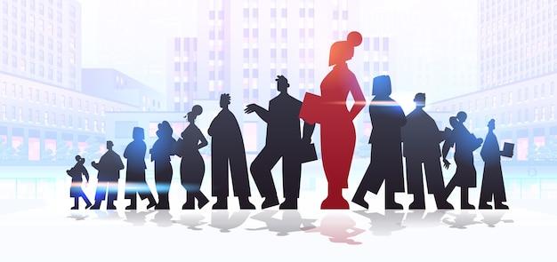 Rosso silhouette imprenditrice leader in piedi di fronte a imprenditori gruppo leadership business concorrenza concetto paesaggio urbano sfondo figura intera illustrazione