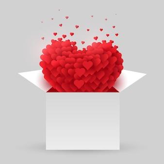 Cuore rosso in una scatola aperta. san valentino.