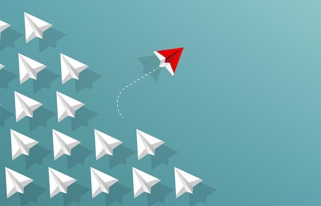 L'aereo di carta rosso cambia in una nuova direzione. illustrazione di concetto di business diverso