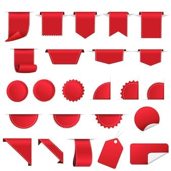Set di etichette e nastro rosso in vendita su fondo bianco