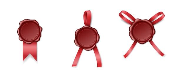 Timbro di ceralacca rossa con nastri di raso isolati. set di francobolli retrò per affrancatura e segretezza e protezione della posta. illustrazione vettoriale realistica
