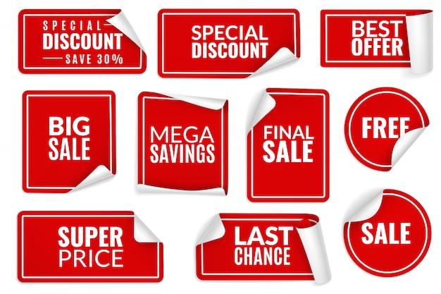 Adesivi rossi arricciati. set di adesivi di carta incartata, etichette di prezzo banner di vendita fogli piegati angolo angoli. modelli di badge pubblicitari