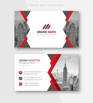 Modello di biglietto da visita professionale moderno rosso e bianco