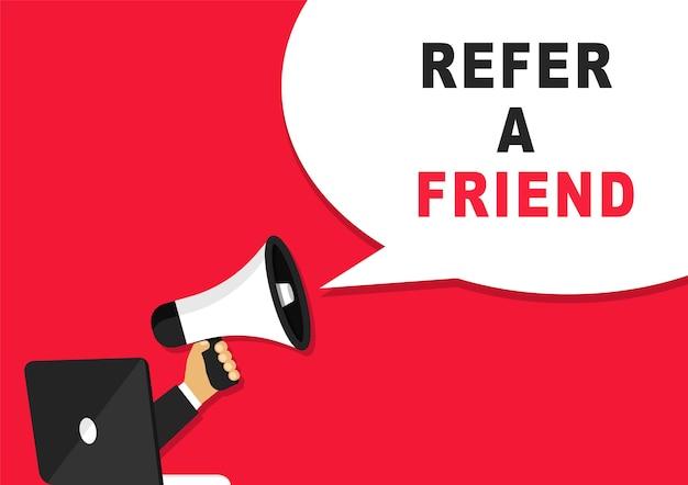 Invita un amico banner con megafono e laptop.
