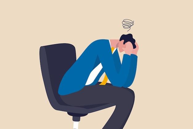 Rammarico per errore aziendale, frustrazione o depressione, stupidità o sciocco perdere tutti i soldi, stressato e ansia per il concetto di fallimento, uomo d'affari frustrato che tiene la testa seduto da solo sulla sedia