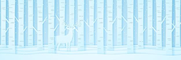 Renna tra i pini sulla neve nel paesaggio invernale con la neve che cade, stile di arte della carta