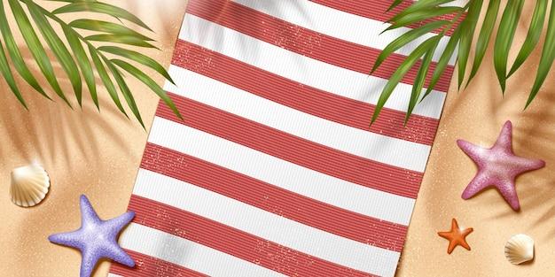 Rilassa la scena della spiaggia estiva con coperta e foglie di palma in illustrazione 3d, angolo di vista dall'alto