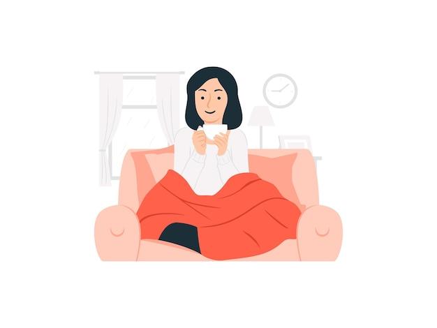 Donna rilassata che si siede sul sofà che tiene una tazza della bevanda calda sull'illustrazione di concetto di giorno piovoso