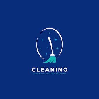 Logo della domestica del servizio di pulizia residenziale con l'illustrazione dell'icona della scopa della spazzola