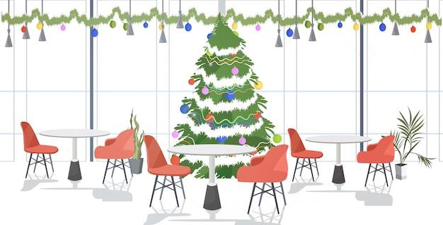 Ristorante decorato per festeggiare buon natale e felice anno nuovo