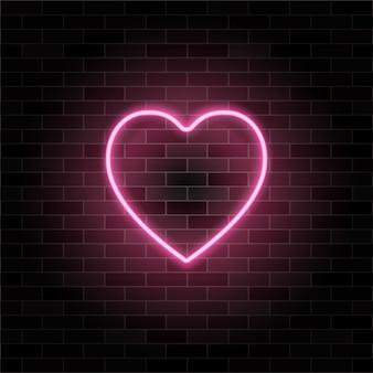 Segno di cuore al neon incandescente rosa retrò sul fondo del muro di mattoni neri