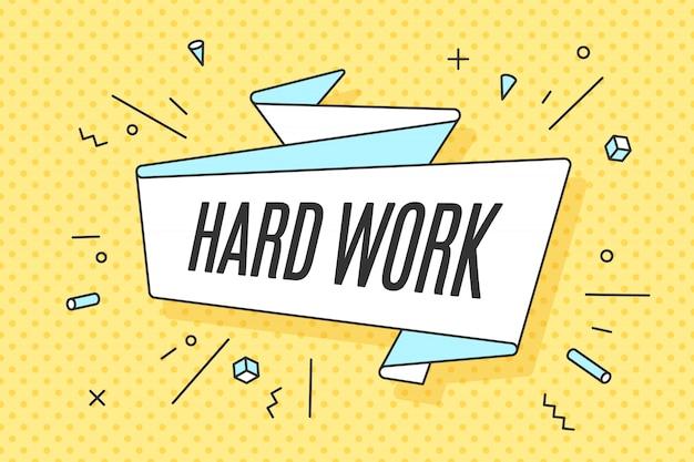 Banner di nastro con duro lavoro testo