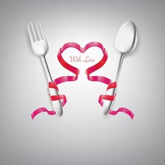 Rotolo di nastro intorno a forma di cuore cucchiaio e forchetta