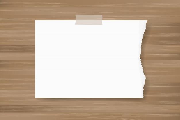 Bastone di carta strappato del fondo su struttura di legno.