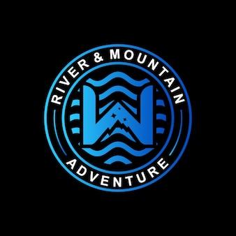 Logo emblema avventura fiume e montagna