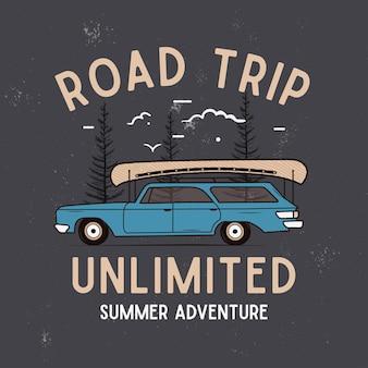 Road trip summer adventure graphic per t-shirt, stampe. emblema del campo disegnato a mano dell'annata. sfondo di scena di viaggio retrò con alberi, distintivo insolito. etichetta per esterni. vettore di riserva.