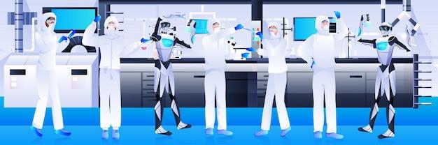 Robot con scienziati in tuta protettiva che fanno esperimenti nel concetto di intelligenza artificiale di ingegneria genetica di laboratorio