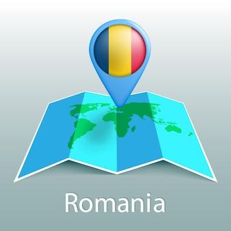 Mappa del mondo di bandiera della romania nel pin con il nome del paese su sfondo grigio