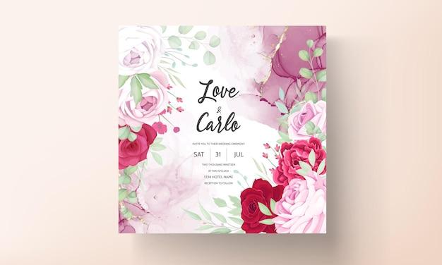 Modello romantico dell'invito di nozze floreale rosso e rosa con il fondo dell'inchiostro dell'alcool