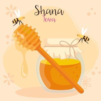 Celebrazione di rosh hashanah, capodanno ebraico, con bottiglia di miele e api che volano