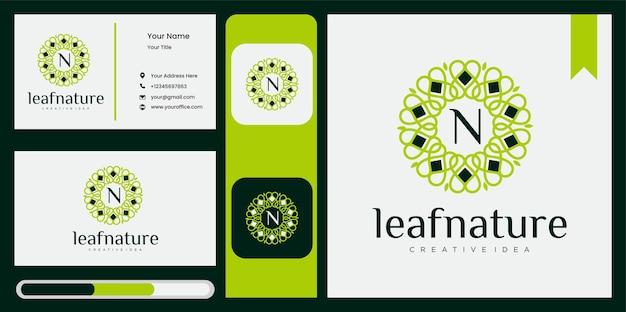 Concetto ecologico di design del logo vettoriale a foglia rotonda