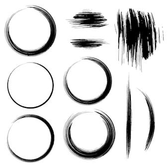 Insieme di vettore del tratto nero pennello rotondo. telaio cerchio nero verniciato. elemento di disegno vettoriale astratto.