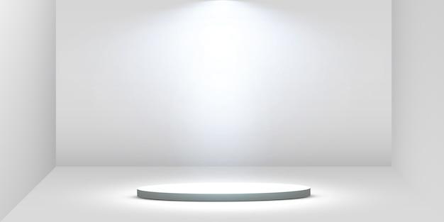 Podio rotondo, piedistallo o piattaforma illuminata da faretti su sfondo bianco. piattaforma per il design. podio vuoto 3d realistico. palco con luci scenografiche.
