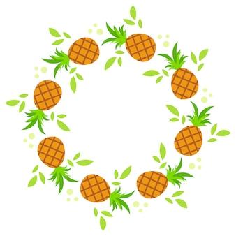 Una corona rotonda di ananas con foglie verdi.