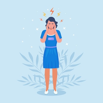 Donna triste con forte mal di testa, ragazza stanca ed esausta che tiene la testa tra le mani. emicrania, stanchezza cronica e tensione nervosa, depressione, stress o sintomi influenzali.
