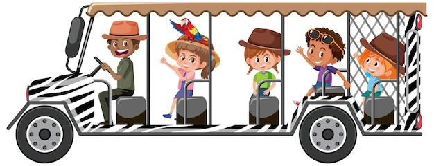 Concetto di safari con i bambini nell'auto turistica isolata su sfondo bianco