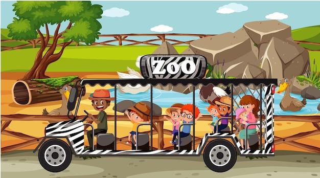 Scena del safari con i bambini che guardano il gruppo di anatre